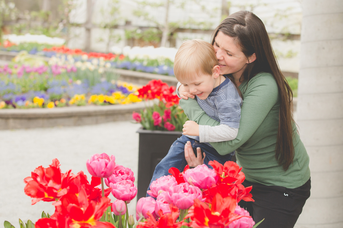 Fun Ideas for Mother's Day Mini Photo Sessions | Photos by Cheryl