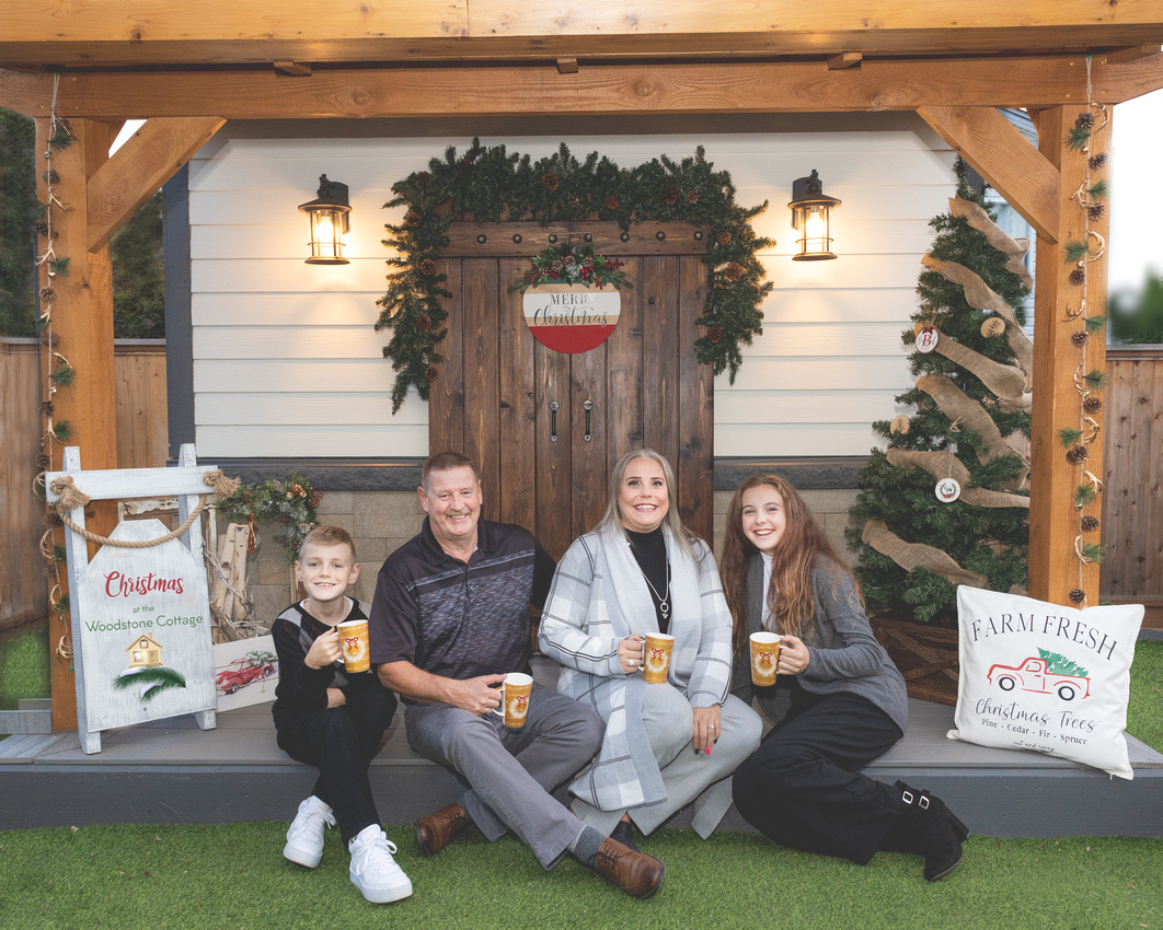 Christmas Sessions at the Cottage: What to Expect | Photos by Cheryl