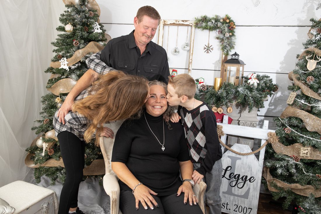 Why Plan for Christmas Family Photos in October? | Photos by Cheryl
